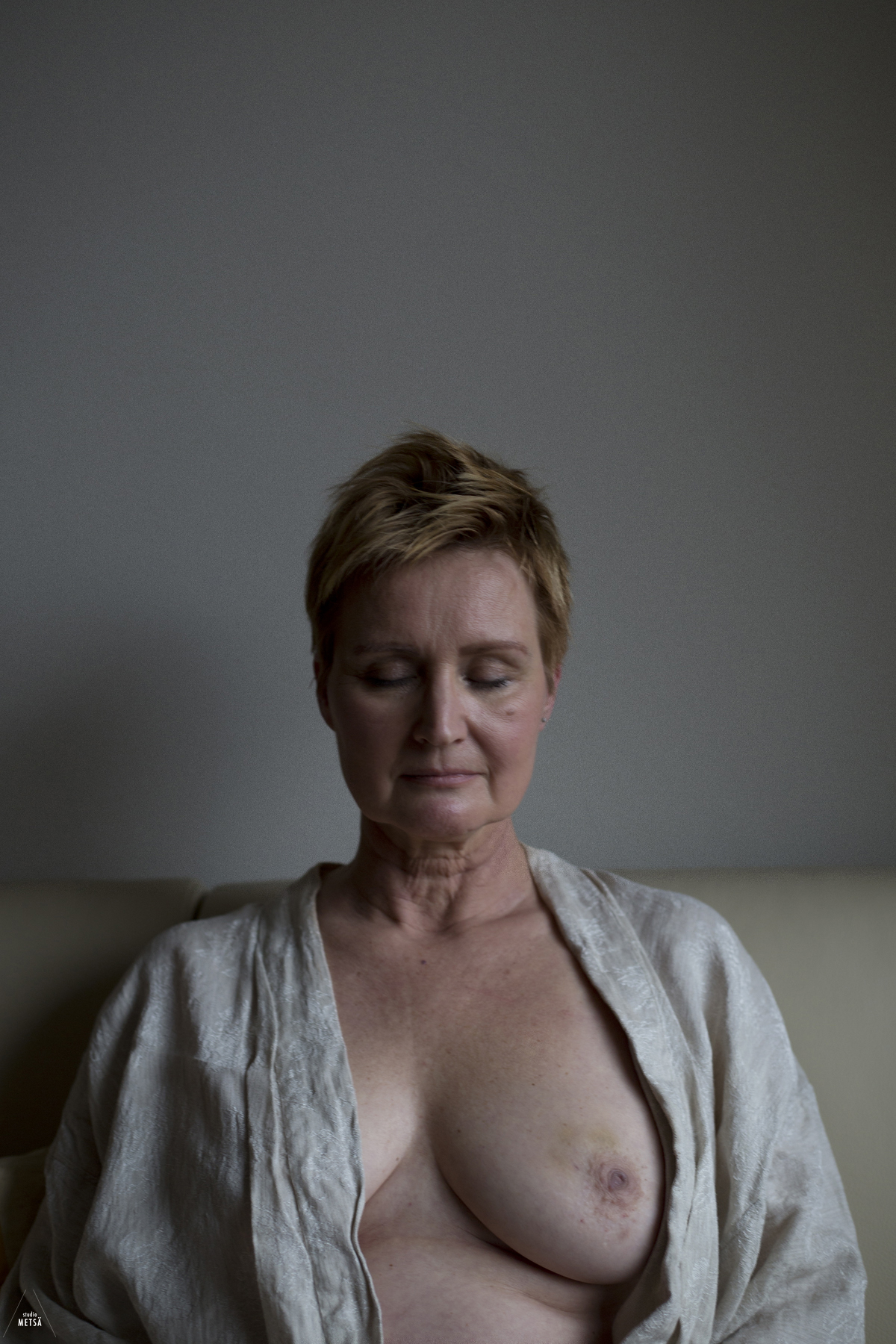 Photo series - Portrait of a breast cancer patient by Studio Metsä Photography