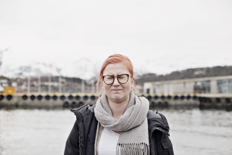 Girl being goofy by Studio Metsä Photography