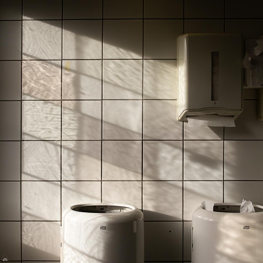 Light in the bathroom of the Viking Museum by Studio Metsä Photography