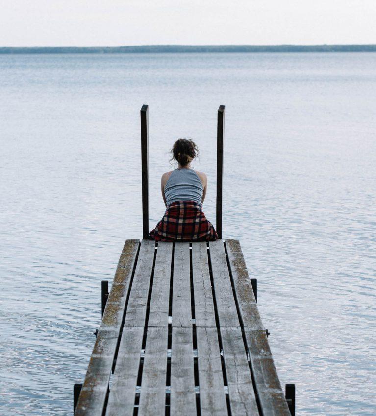 Studio Metsän omistaja, valokuvaaja, valmentaja ja taiteilija Erika Lind pohtii rakastatko itseäsi ja mitä se tarkoittaa