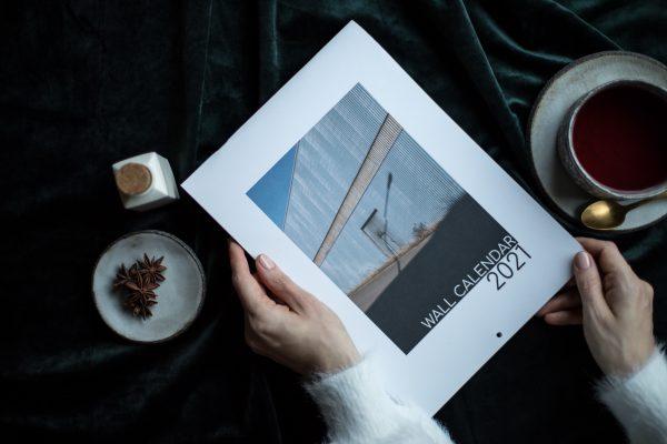 Minimalistinen maisemakuvauksen seinäkalenteri 2021